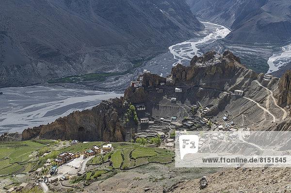 Luftaufnahme  Dankhar Gompa  ein tibetanisch-buddhistisches Kloster  auf einem Bergrücken