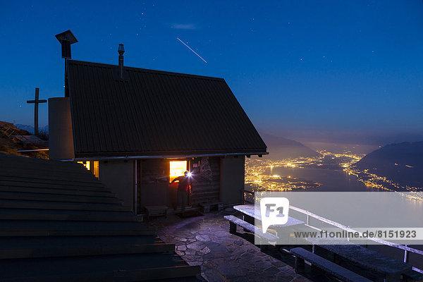 Berghütte Rifugio Al Legn hoch über dem Lago Maggiore  unten Locarno und Ascona Berghütte Rifugio Al Legn hoch über dem Lago Maggiore, unten Locarno und Ascona