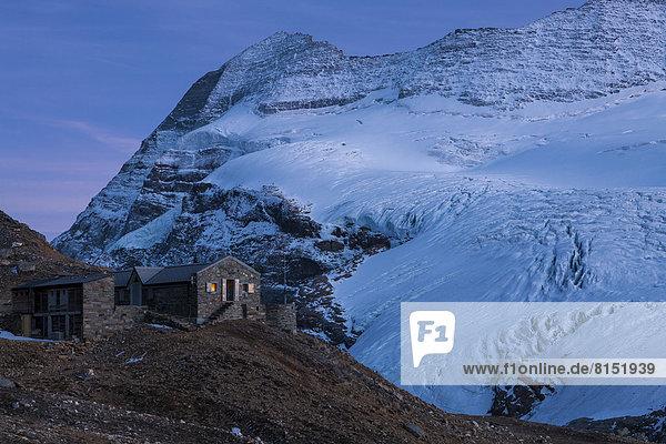 Monte-Leone-Hütte mit Monte Leone und Chaltwassergletscher