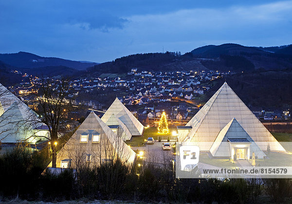 Die Sauerland-Pyramiden in der Dämmerung