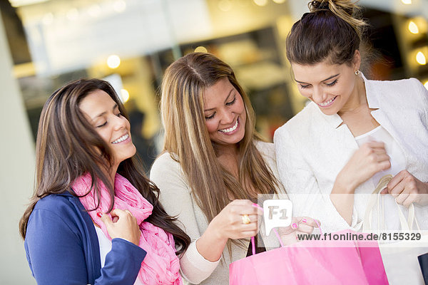Einkaufszentrum  Zusammenhalt  Frau  kaufen