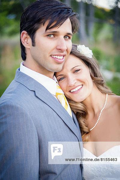 USA  Texas  Portrait von Braut und Bräutigam  lächelnd