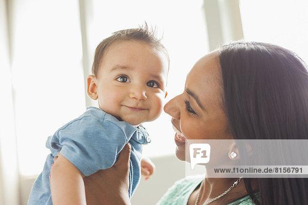 lächeln  Sohn  halten  Mutter - Mensch