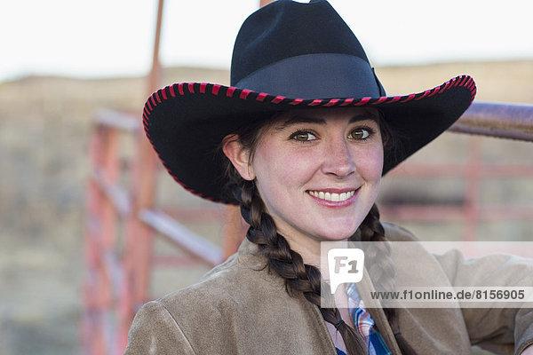 Europäer  lächeln  Bauernhof  Hof  Höfe  Mädchen