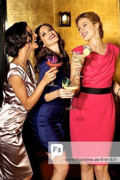 Party  Cocktail  Glamour  trinken  3  Mädchen