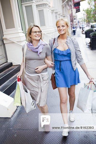 Tasche  kaufen  Tochter  Mutter - Mensch