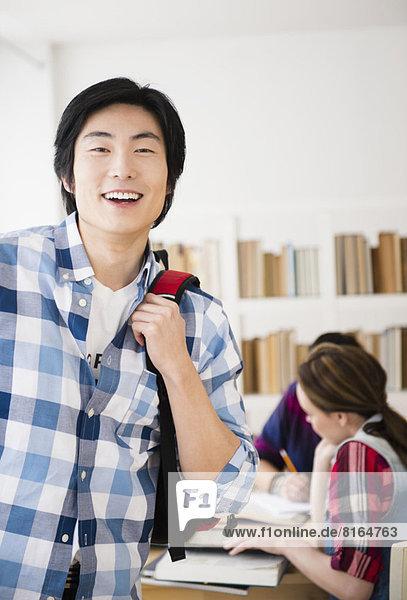 Portrait  Fröhlichkeit  Bibliotheksgebäude  Student