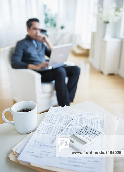 Interior  zu Hause  Mann  arbeiten