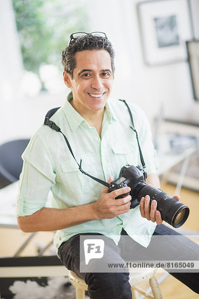 Portrait  Mann  Fotografie  halten  Fotoapparat  Kamera