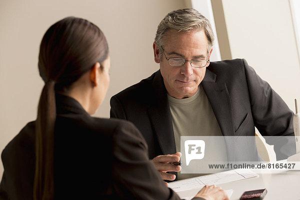Zusammenhalt  Frau  Mann  arbeiten  reifer Erwachsene  reife Erwachsene