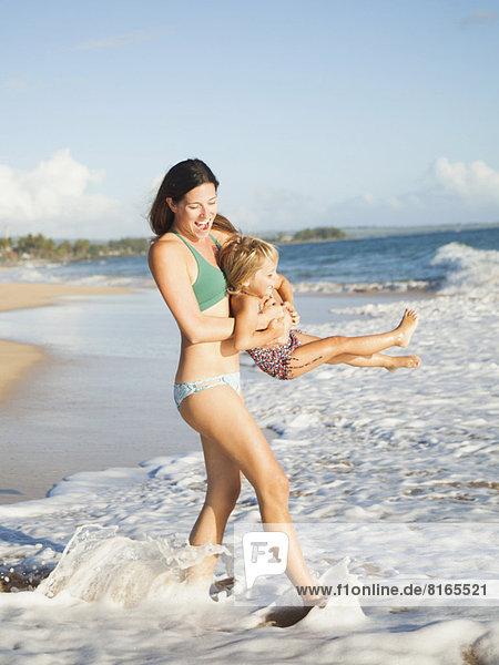 Spiel  Strand  Tochter  2-3 Jahre  2 bis 3 Jahre  Mutter - Mensch