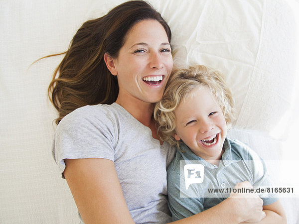 Portrait  Sohn  5-9 Jahre  5 bis 9 Jahre  Mutter - Mensch