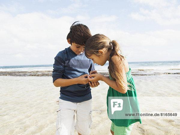 Portrait  Strand  Junge - Person  5-9 Jahre  5 bis 9 Jahre  10-11 Jahre  10 bis 11 Jahre  Mädchen