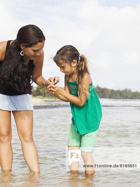 gehen  Meer  5-9 Jahre  5 bis 9 Jahre  Mädchen  Mutter - Mensch