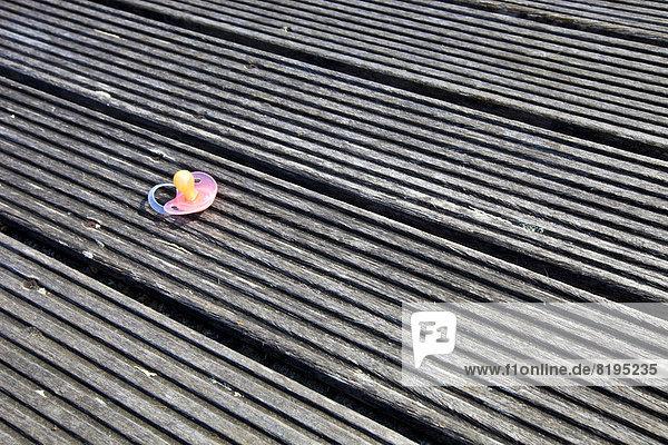 heraustropfen tropfen undicht Holzboden Schnuller heraustropfen,tropfen,undicht,Holzboden,Schnuller