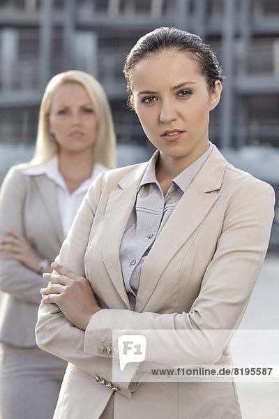 Portrait  Geschäftsfrau  Kollege  Hintergrund  jung  Hoffnung