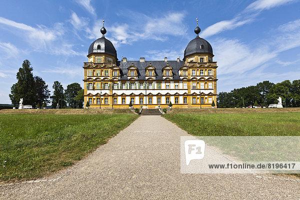 Deutschland  Bayern  Blick auf Schloss und Park