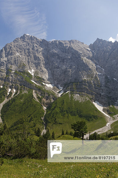 Österreich  Tirol  Karwendelgebirge  Berghütte in Eng  Region Ahornboden