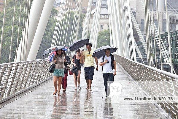 überqueren London Hauptstadt Tourist Regen England überqueren,London,Hauptstadt,Tourist,Regen,England