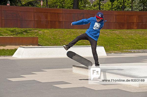 Dreizehnjähriger Skater  Skatepark an der Südbrücke  Kap 686