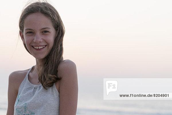 Preteen Mädchen am Strand  Portrait