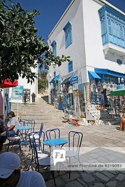 Nordafrika  Gebäude  Hügel  weiß  Dorf  blau  streichen  streicht  streichend  anstreichen  anstreichend  Sehenswürdigkeit  Tunesien