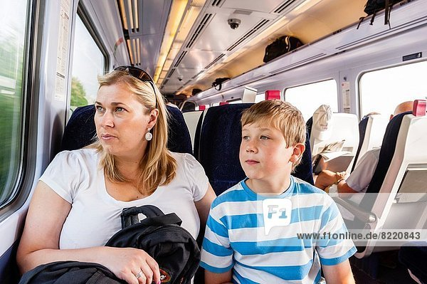 Sohn  Reise  Großbritannien  Mutter - Mensch  Zug