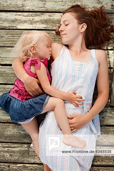 schlafen  Steg  Tochter  Mutter - Mensch