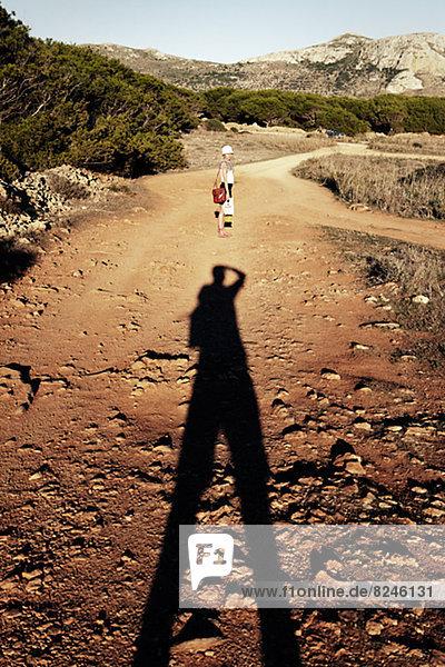 Mann  Schatten  Fernverkehrsstraße  wandern  fotografieren  schmutzig