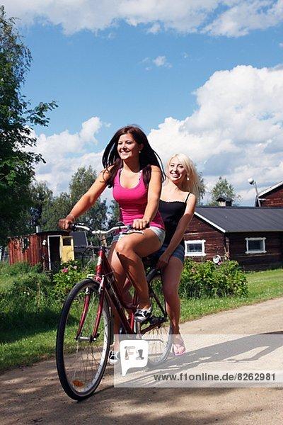 Frau  radfahren  jung