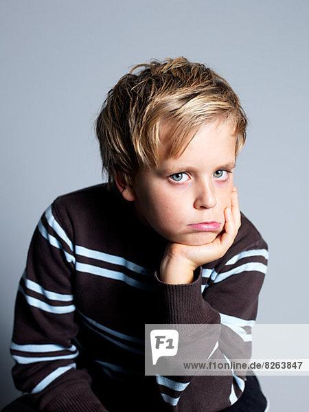 Portrait  Junge - Person  schmollen