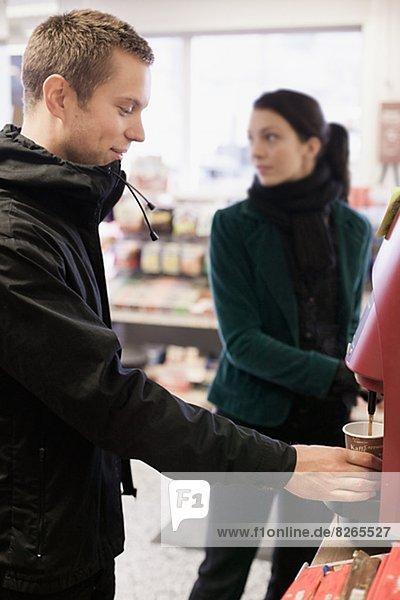 jung  Kaffee  Gas  Haltestelle  Haltepunkt  Station