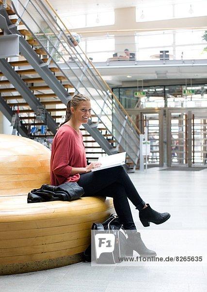 Korridor  Korridore  Flur  Flure  Student  Universität