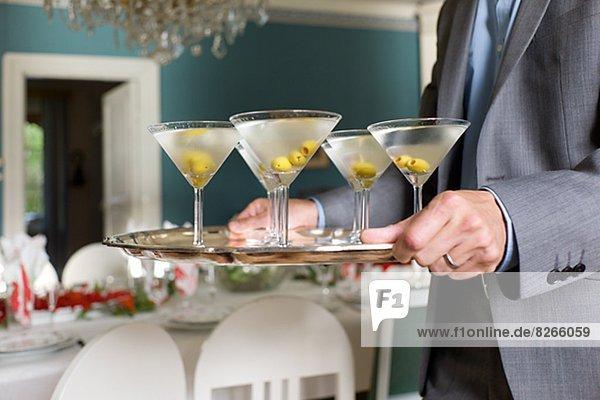 Mann  tragen  trocken  Cocktail  Martini