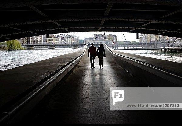 Korridor  Korridore  Flur  Flure  gehen  unterhalb  Brücke  Genf  Schweiz