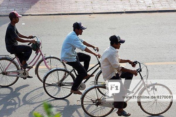 Fahrradfahrer  Flussufer  Ufer  Kambodscha  Kampot