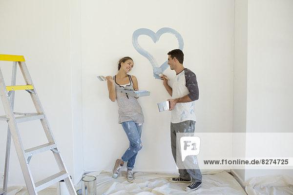 Paar Malerei blaues Herz an der Wand