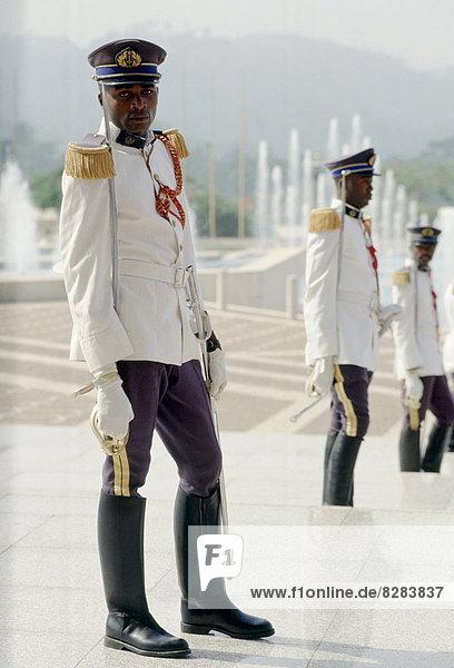 Westafrika  Soldat  Zeremonie  Schwert  Präsident  Kamerun  Wachmann