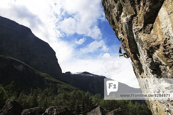 Europa , Frau , Klettern , Richtung , überhängen , Skandinavien
