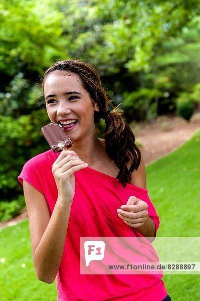 Tischset  Eis  braunhaarig  Schokolade  essen  essend  isst  Mädchen  Sahne  alt  Jahr
