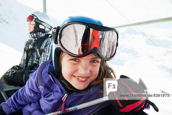 Portrait eines jungen Mädchens am Skilift  Les Arcs  Haute-Savoie  Frankreich