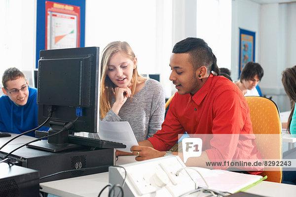 Studenten mit Computer