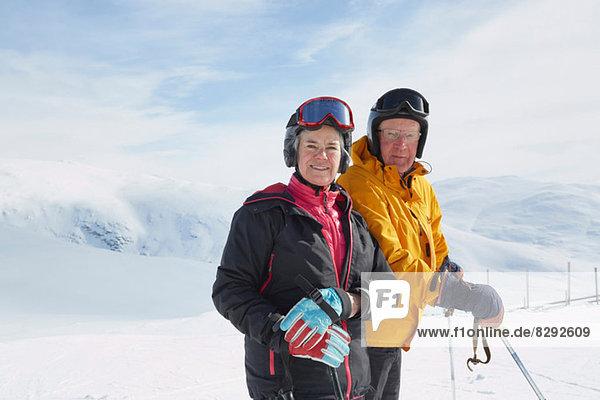 Porträt eines älteren Skifahrerehepaares  Hermavan  Schweden