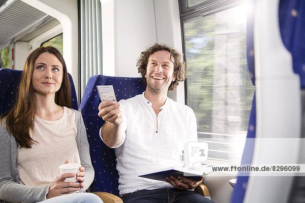 Paar im Zug