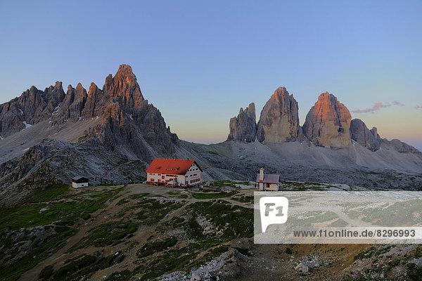 Italien  Dolomiten  Tre Cime di Lavaredo  Rifugio Antonio Locatelli