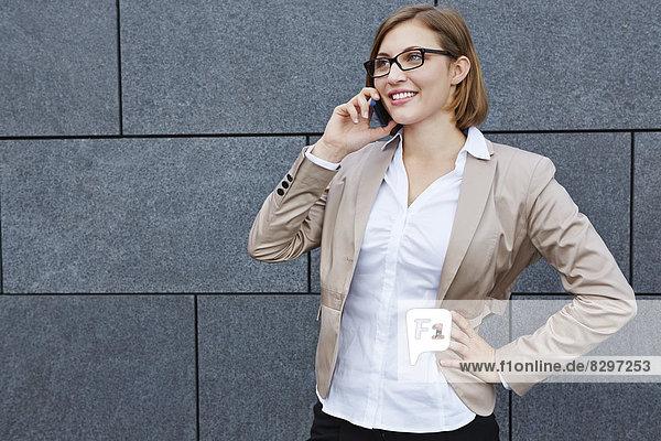 Deutschland  Geschäftsfrau am Telefon