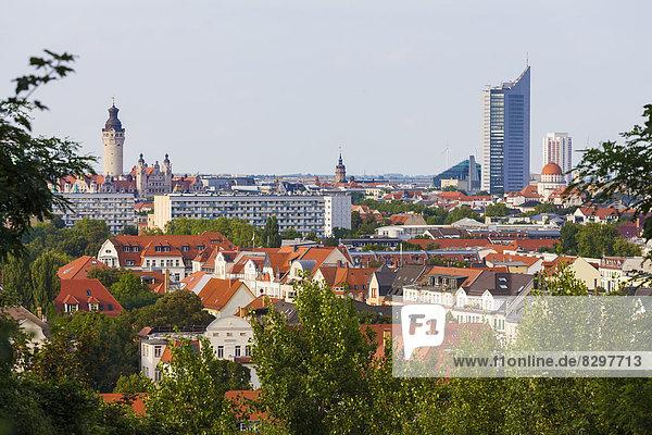 Deutschland  Sachsen  Leipzig  Blick vom Fockeberg auf neues Rathaus und City-Hochhaus