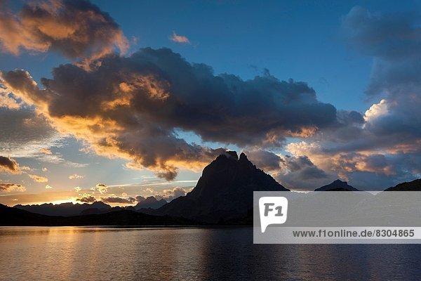 Frankreich  Europa  Wolke  Sonnenaufgang  See