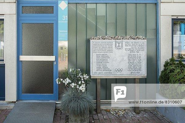 Gedenktafel im olympischen Dorf  München  Bayern  Deutschland  Europa