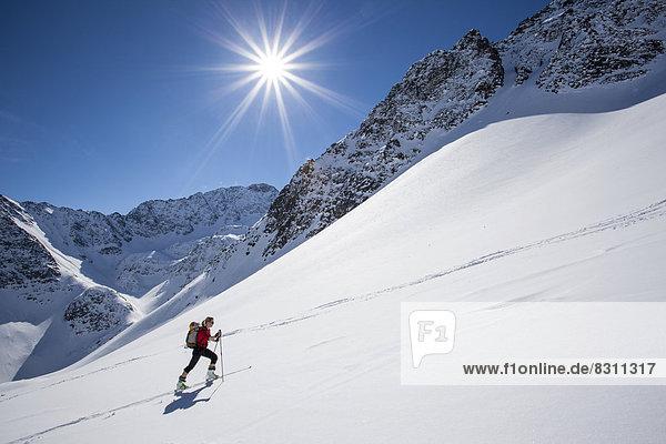 Skitourengeherin zur Steintalspitze